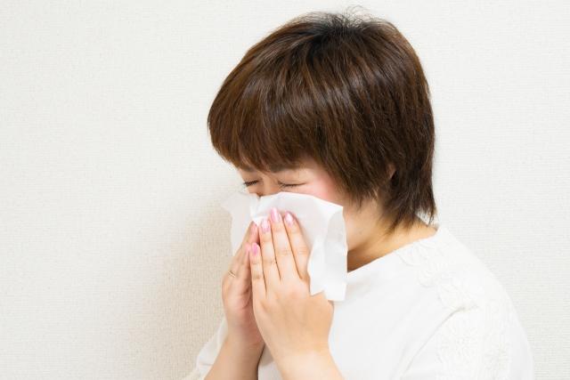 鼻水が止まらない原因と対処法!透明な鼻水に困っている方は必見!
