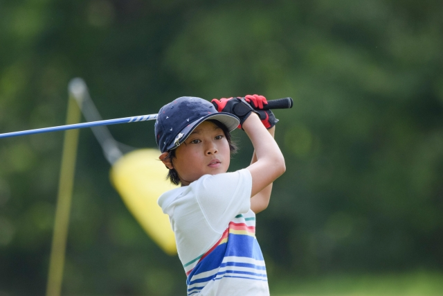子供の習い事のゴルフは費用がどれくらいかかる?
