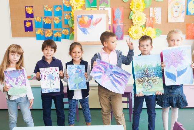 子供の習い事で絵画教室に行くメリットとデメリットとは